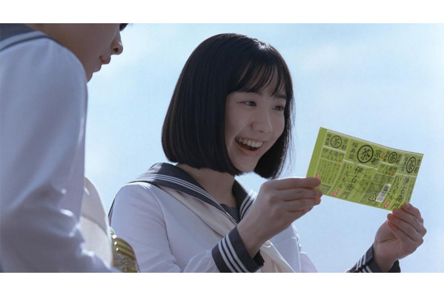 芦田愛菜が「伊右衛門」を飲む姿に、スタッフから思わず「キレイ…」の声が