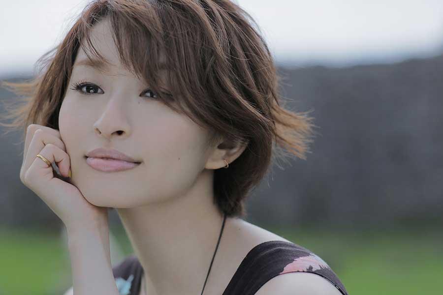 島袋寛子が自身初のストリーミングライブ開催へ「少しでも笑顔がうまれる瞬間を」