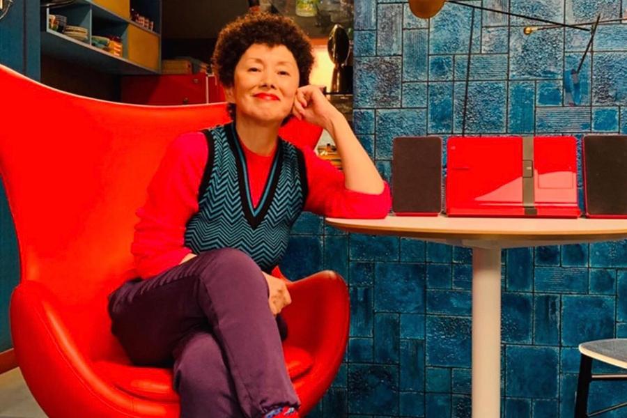 「香取慎吾の母」はファンキーな夏木マリ パンチパーマのド派手衣装を公開