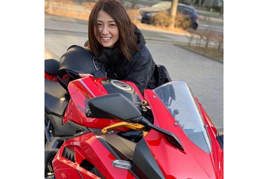日テレ・久野静香アナ、イメチェン姿を披露「バイク降りてその髪型、惚れます!」の声