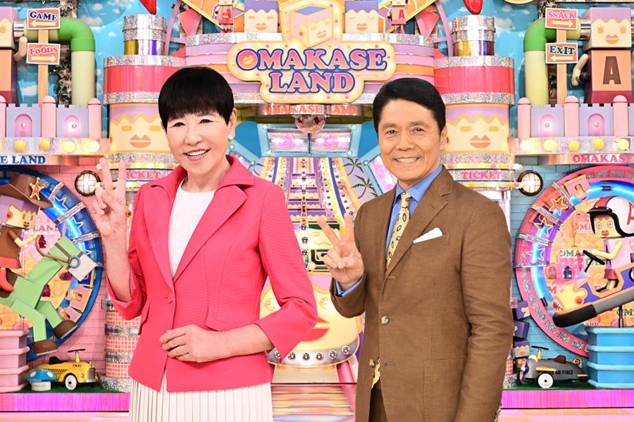 35周年を迎える「アッコにおまかせ!」司会の和田アキ子(左)と峰竜太【写真:(C)TBS】