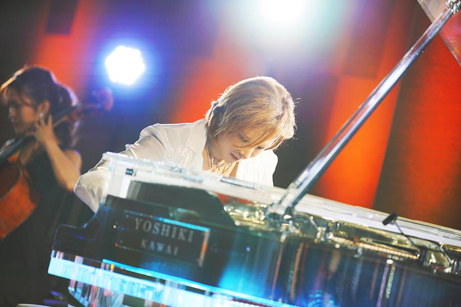YOSHIKI、デビュー前にHIDEと行ったTDLの思い出を回顧「ミッキーより目立っちゃう」
