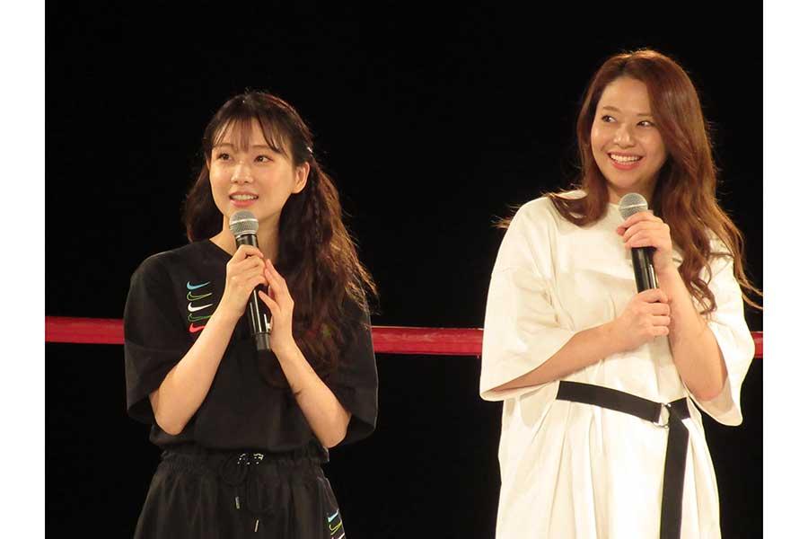 「MARTIN-UP」の新製品発表会に出席した重盛さと美(左)と希帆【写真:ENCOUNT編集部】