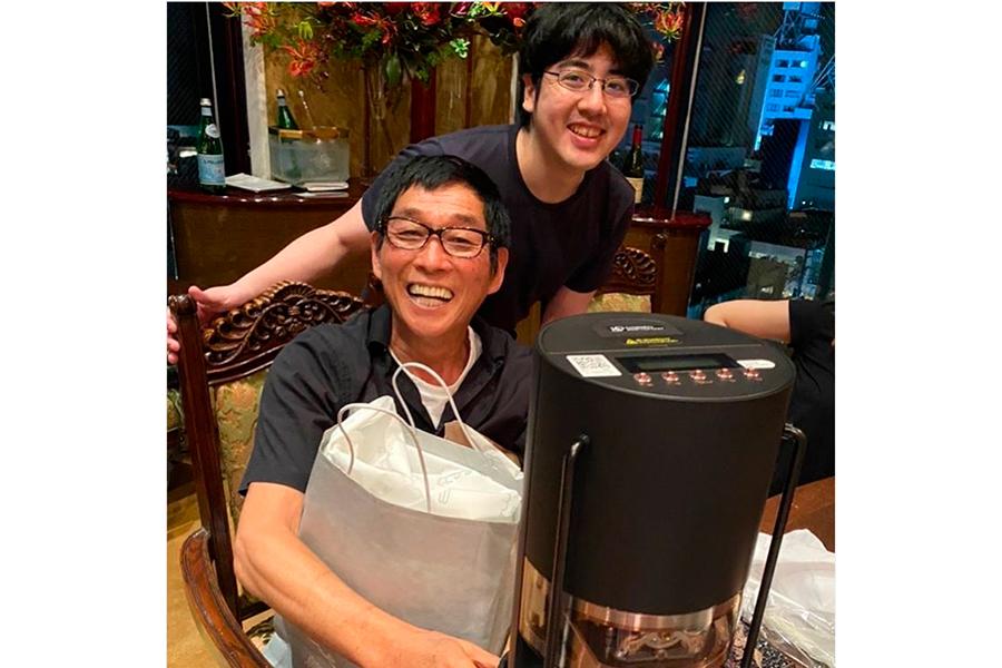 大竹しのぶが公開したさんまと長男の2ショット【写真:インスタグラム(@shinobu717_official)より】
