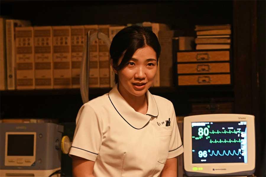 矢神康治の専属看護師・永峰杏梨を演じる福田麻貴【写真:(C) TBS】