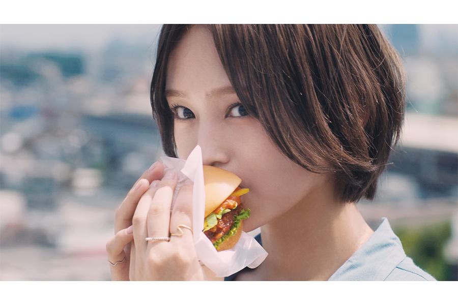 山本彩、モスバーガー新商品のCMキャラクターに決定 書き下ろし新曲も公開へ