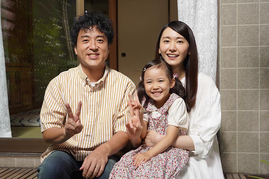 クランクアップを迎えた新垣結衣(右)【写真:(C)日本テレビ】