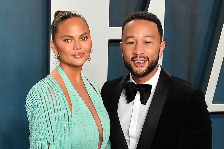クリッシー・テイゲン(左)と夫のジョン・レジェンド【写真:Getty Images】