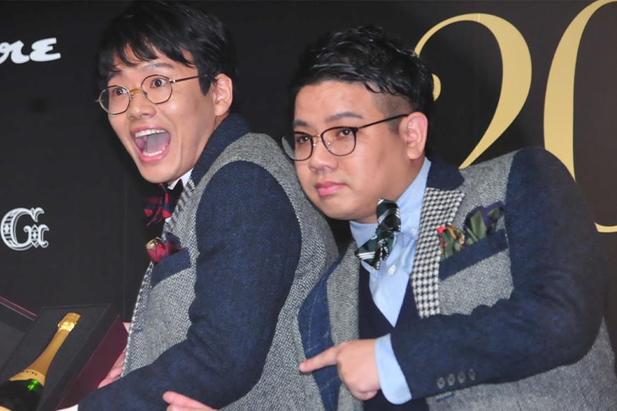 お笑いコンビ「ミキ」の亜生(左)と昴生