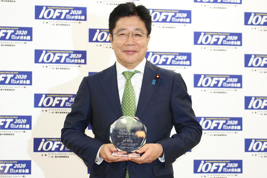 授賞式に出席した加藤勝信内閣官房長官【写真:ENCOUNT編集部】