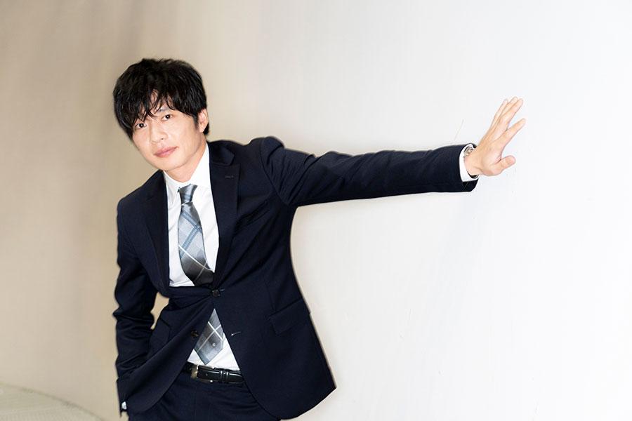 「先生を消す方程式。」で教師役を演じる田中圭【写真:山口比佐夫】
