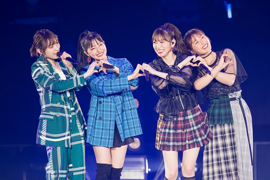 女子力ユニット「Queentet」(左から太田夢莉、村瀬紗英、吉田朱里、渋谷凪咲)【写真:(C)NMB48】