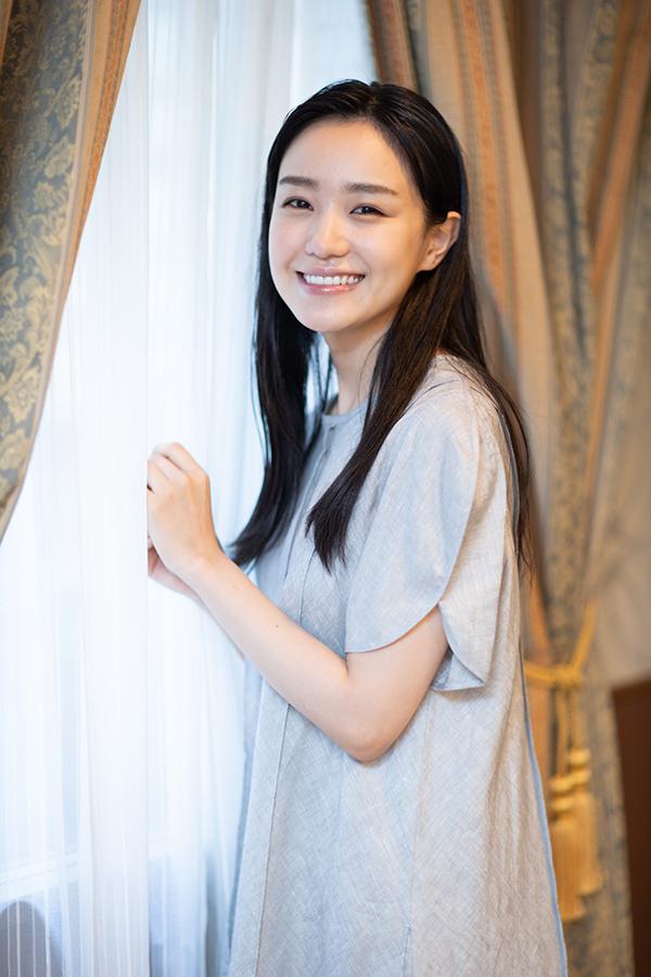 奈緒はいい意味で期待を裏切れる女優になりたいと語った【写真:山口比佐夫】