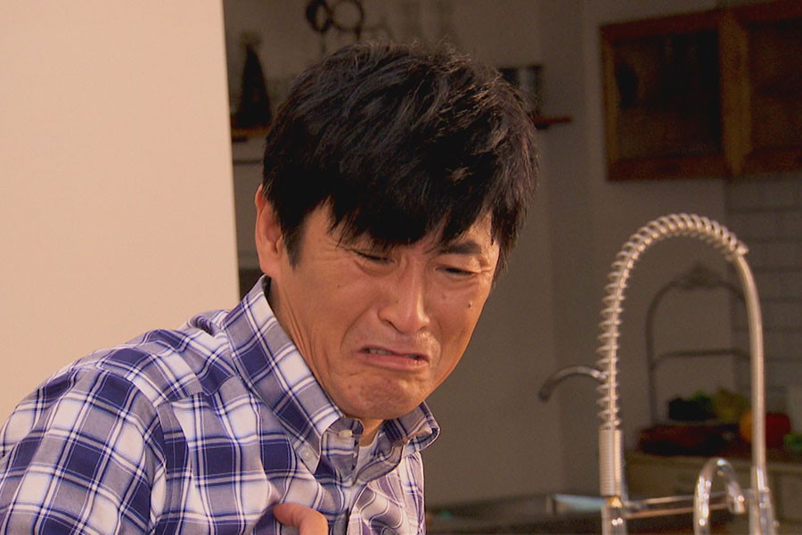 「こんなん買ったわオオトリ家の人々」で家長・鳳陽生を演じる佃典彦【写真:(C)CBCテレビ】