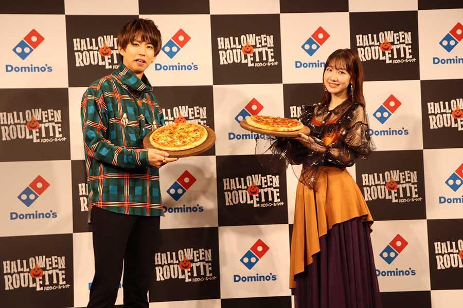 メディアイベントに出席した「AKB48」柏木由紀と人気YouTuberのはじめしゃちょー【写真:ENCOUNT編集部】