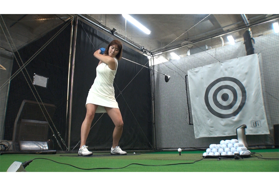 ゴルフ企画「ドラコン女王への道」に出演する稲村亜美【写真:(C)テレビ朝日】