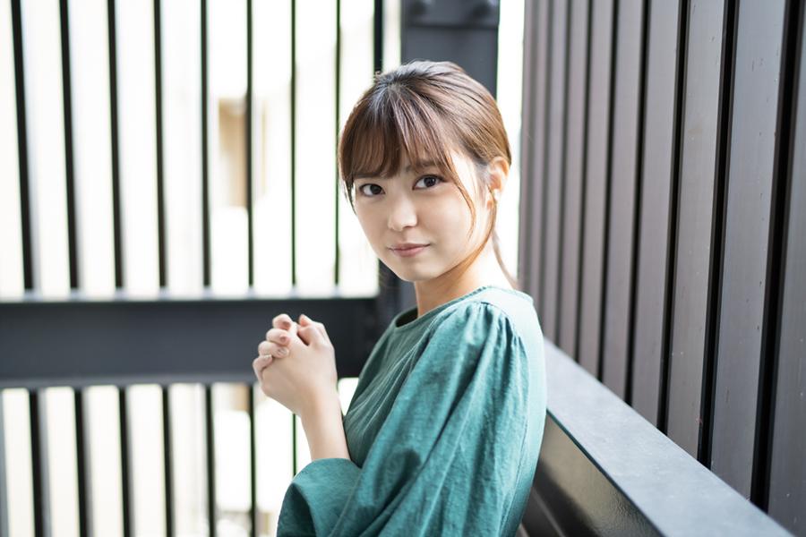 元「AKB48」前田亜美、すらり生足オフショット公開「一億円の美脚」「細いしキレイ」
