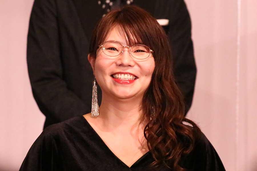 「相席スタート」の山﨑ケイが授賞式に登場【写真:ENCOUNT編集部】