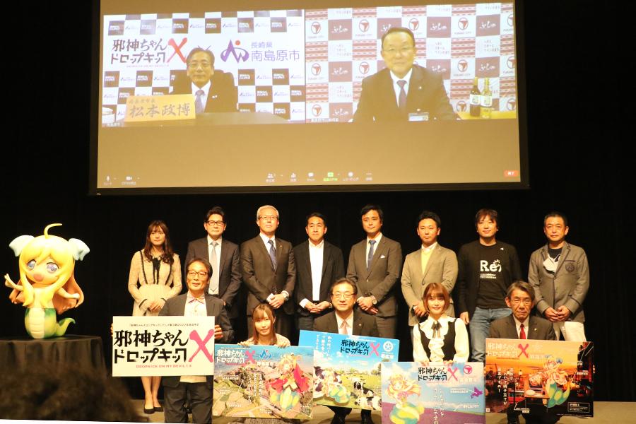 「邪神ちゃんドロップキック」3期キックオフ発表会に参加した元NGT48の長谷川玲奈(後列左端)らの集合カット【写真:ENCOUNT編集部】