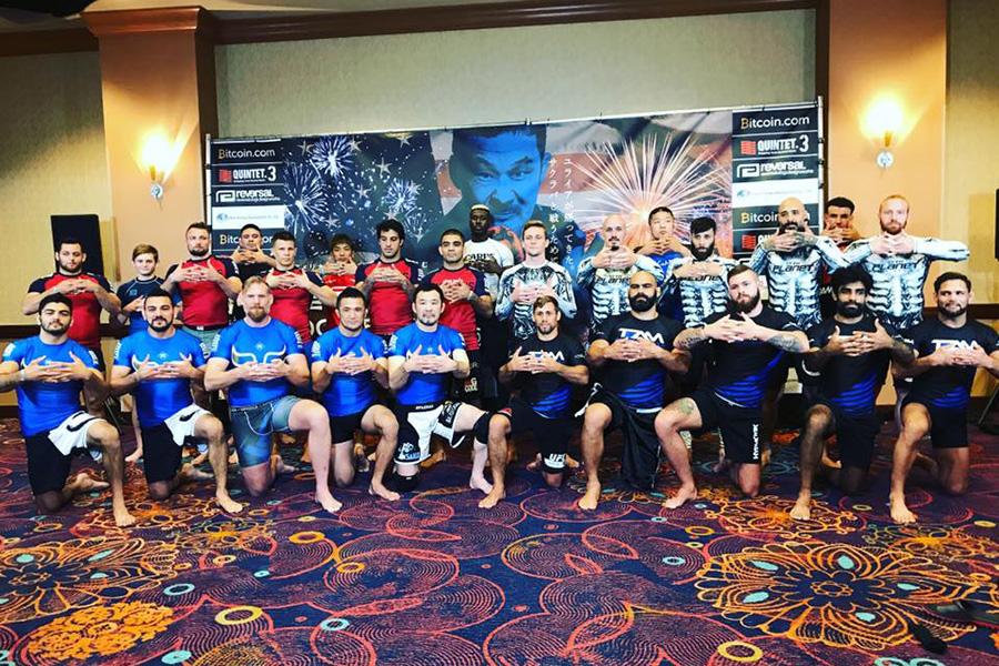 1チーム5人、4チームでの勝ち抜き戦。チーム別に色の違うラッシュガードを着用して試合に臨む(写真は2018年10月5日にラスベガスで開催された「QUINTET.3」のもの )【写真提供:QUINTET】