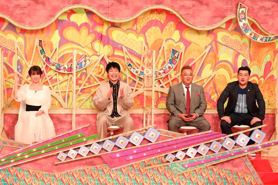 「ウワサのお客さま」2時間SPに出演する、(左から)深田恭子、「麒麟」川島明、「サンドウィッチマン」伊達みきお、富澤たけし【写真:(C)フジテレビ】