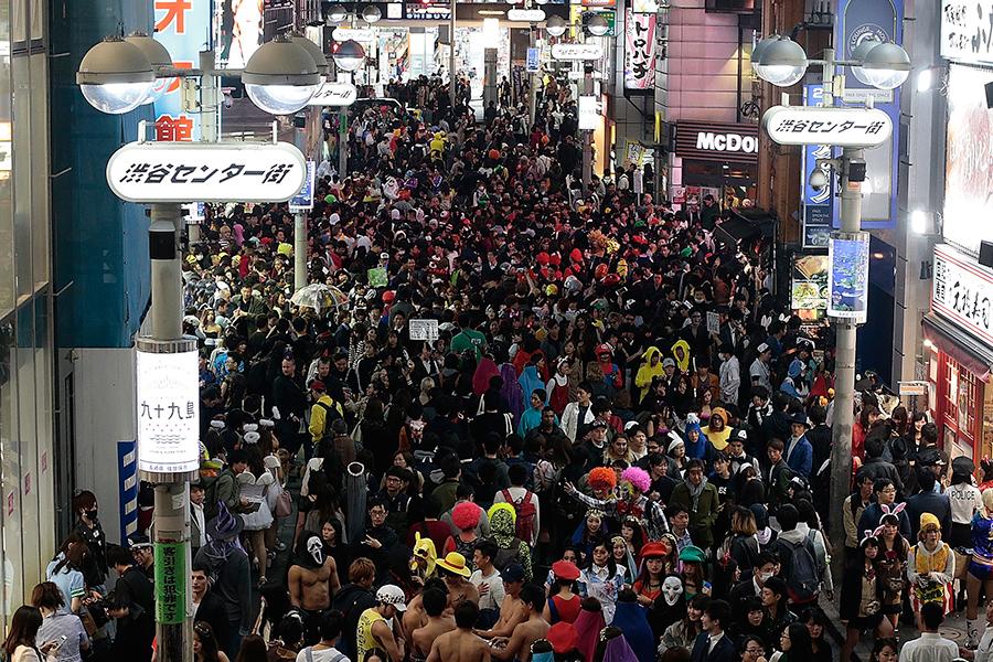 2016年の渋谷ハロウィーンの様子【写真:Getty Images】