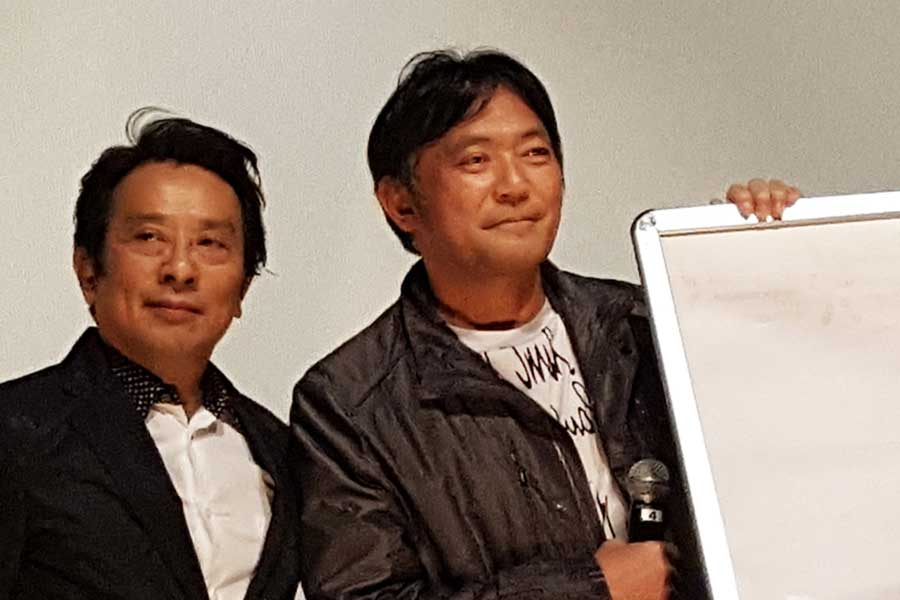 共演NGを心配していた金田明夫に「また共演しよう」と呼びかけた渡辺いっけい(右)【写真:ENCOUNT編集部】