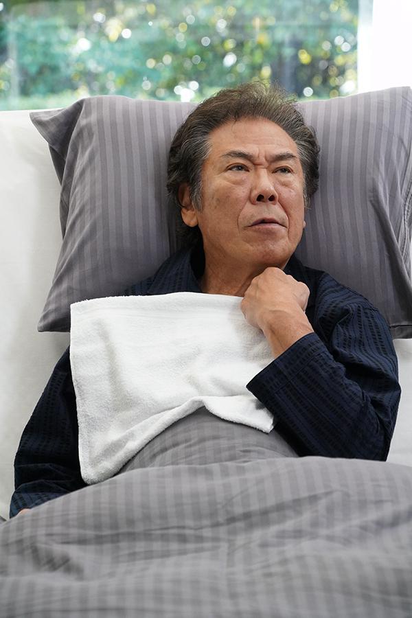 結人の父・尚志を演じる西岡徳馬【写真:(C)日本テレビ】