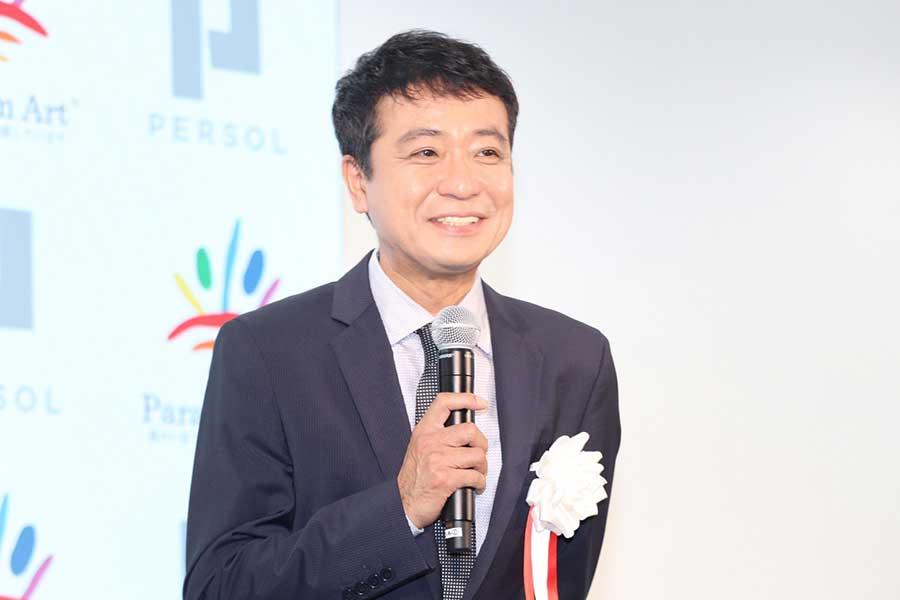 表彰式で笑顔を見せた中山秀征【写真:ENCOUNT編集部】