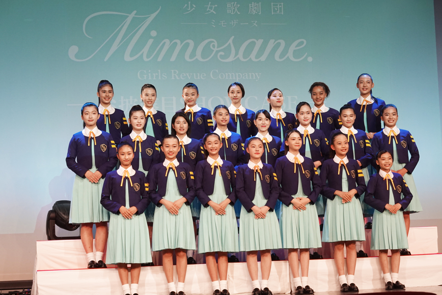 YESシアターでお披露目となった「少女歌劇団ミモザーヌ」【写真:平辻哲也】
