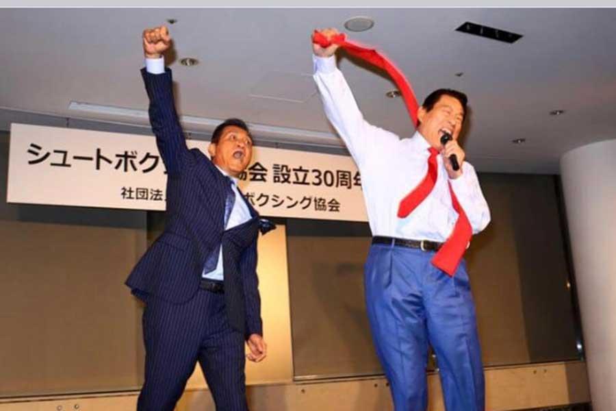 SB創設30周年パーティーに花を添えたアントニオ猪木会長(右)【写真:本人提供】
