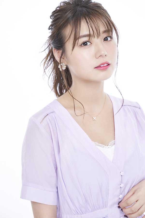 初めてのカレンダーを発表した井口綾子