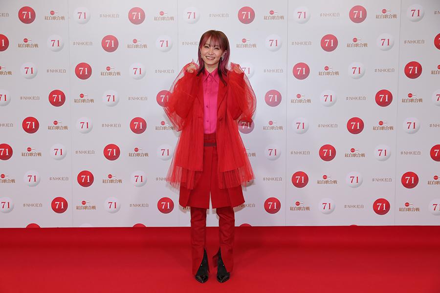 リハーサルを行った真っ赤な衣装姿のLiSA【写真:(C)NHK】