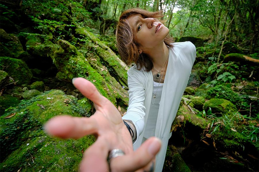 3年ぶりのソロアルバム「愛と調和」をリリースしたSUGIZO【写真:秦 達夫】
