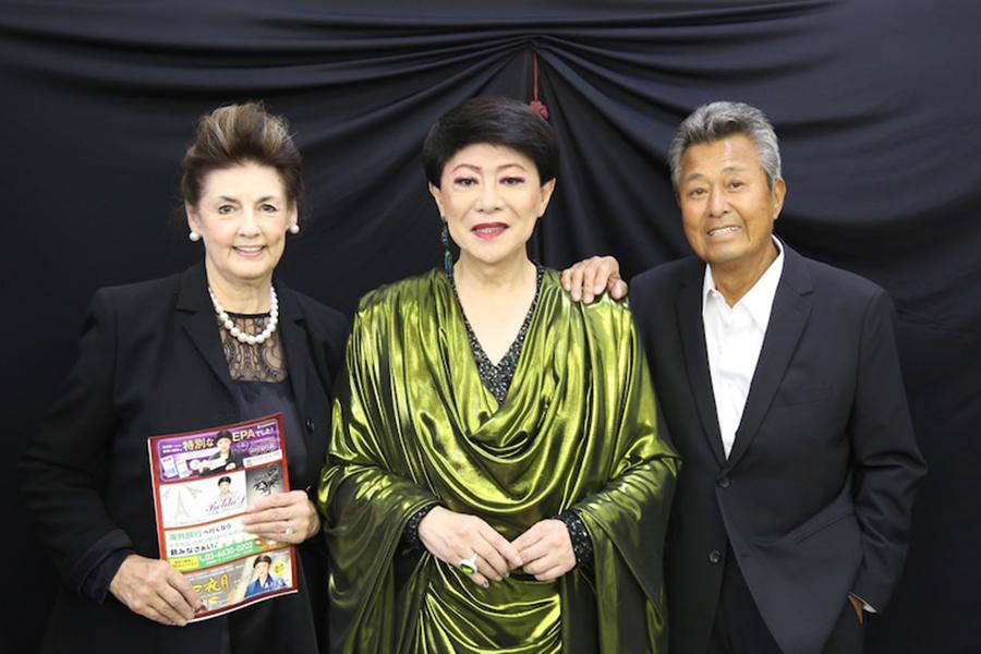 美川憲一、梅宮辰夫さんの一周忌前に思い出写真を公開 若い頃の共演ショットも