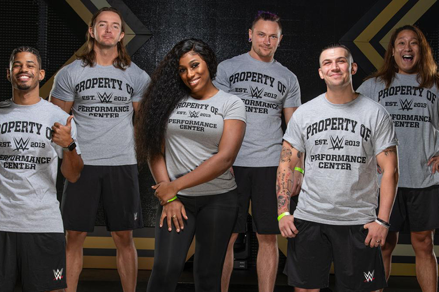 6人の同期生とともにWWE入りが発表されたイケメン(右端)【写真:(C)2020 WWE, Inc. All Rights Reserved.】