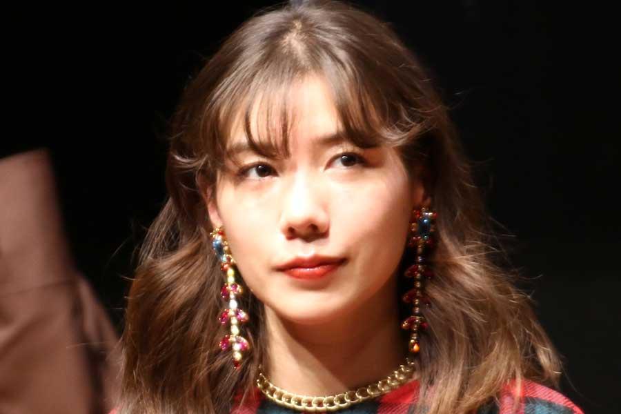 仲里依紗、純白のウエディングドレス姿の1枚に「最高すぎ」「後ろ姿ですらキレイ」