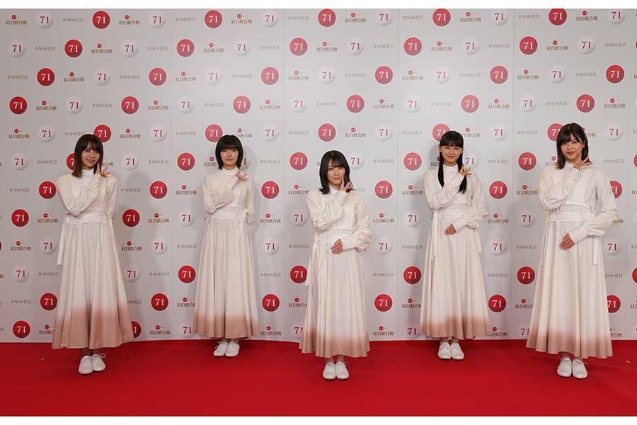 初出場の意気込みを語ったセンターの森田(写真中央)【写真:(C)NHK】