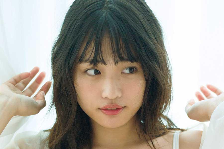 石田桃香、写真集に23歳のリアルな魅力凝縮