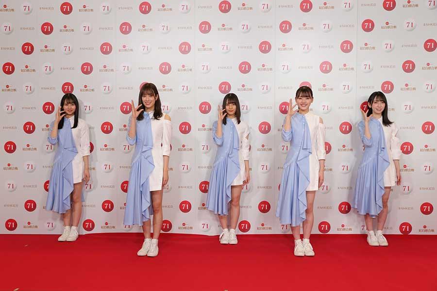 2年目の紅白へ意気込みを語ったキャプテンの佐々木久美(左から2人目)【写真:(C)NHK】