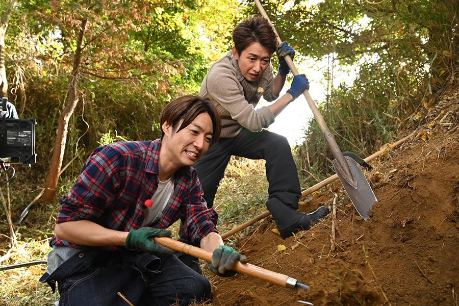 大野智、「相葉マナブ」6年半ぶりにゲスト出演 相葉雅紀と自然薯掘りに友情トークも