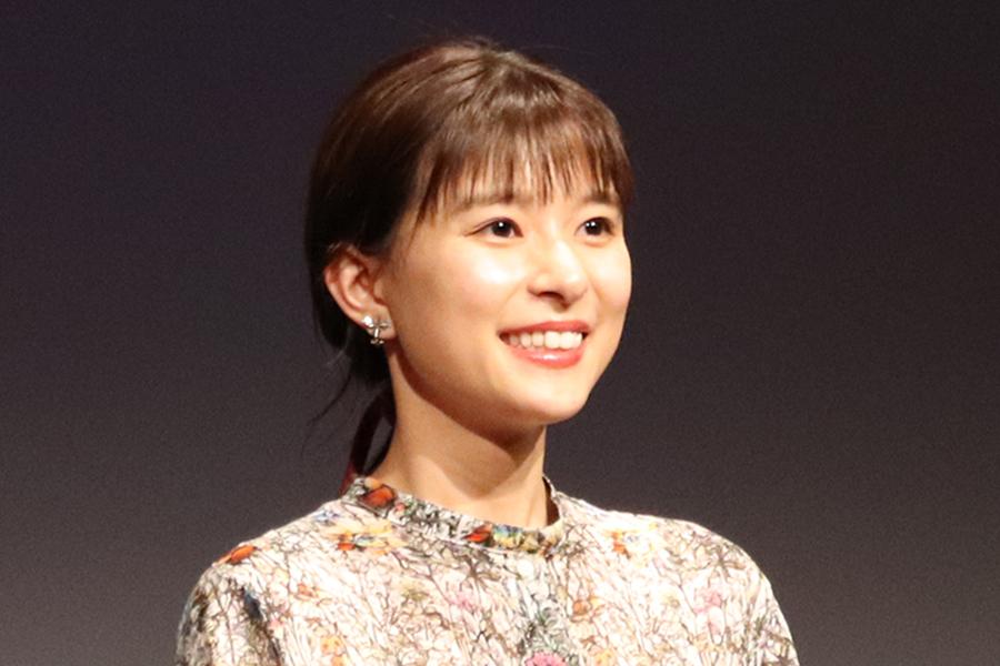 芳根京子「24歳になりました!」 ベッドの上でのド派手なバースデーショット公開