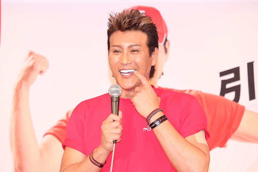 新庄剛志「禁止になった」 襟付きアンダーシャツで出場姿に「オシャレでカッコイイ」