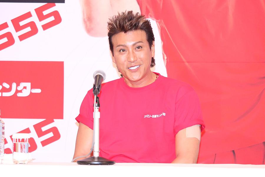 記者発表会に登壇した元プロ野球選手の新庄剛志氏【写真:ENCOUNT編集部】