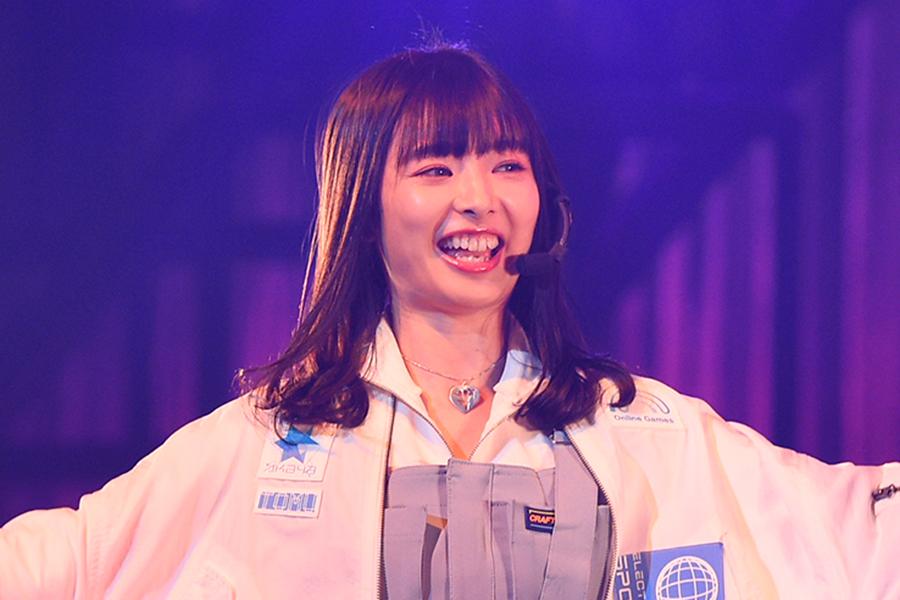 AKB48武藤十夢、テレ朝女子アナ2人と晴れ着3ショット「華やか」「艶やか」と脚光