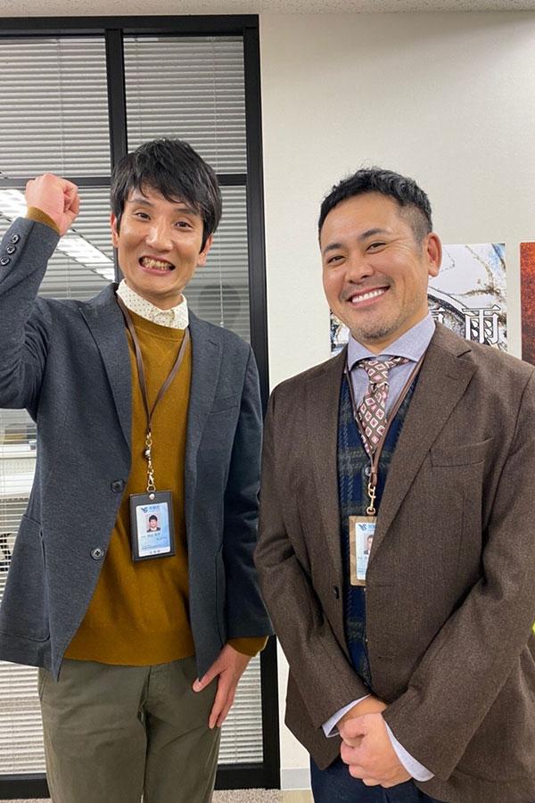 ドラマ「ウチの娘は、彼氏が出来ない!!」で有田哲平(右)と共演する「ソラシド」の本坊元児【写真:(C)日本テレビ】