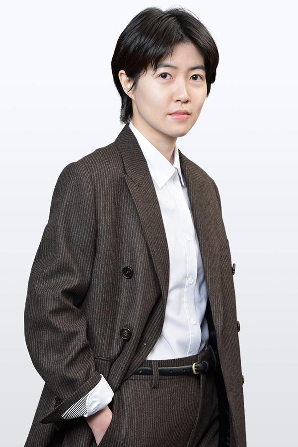 香取慎吾の相棒役として出演するシム・ウンギョン【写真:(C)「アノニマス」製作委員会】
