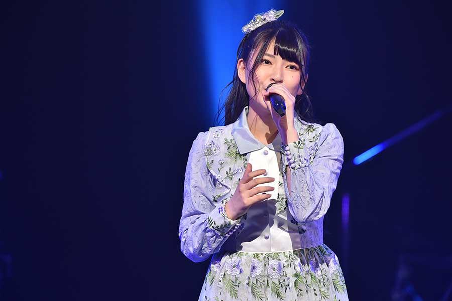 「NGT48」三村妃乃は高橋洋子さんの前で「残酷な天使のテーゼ」を熱唱【写真:(C)TBS】