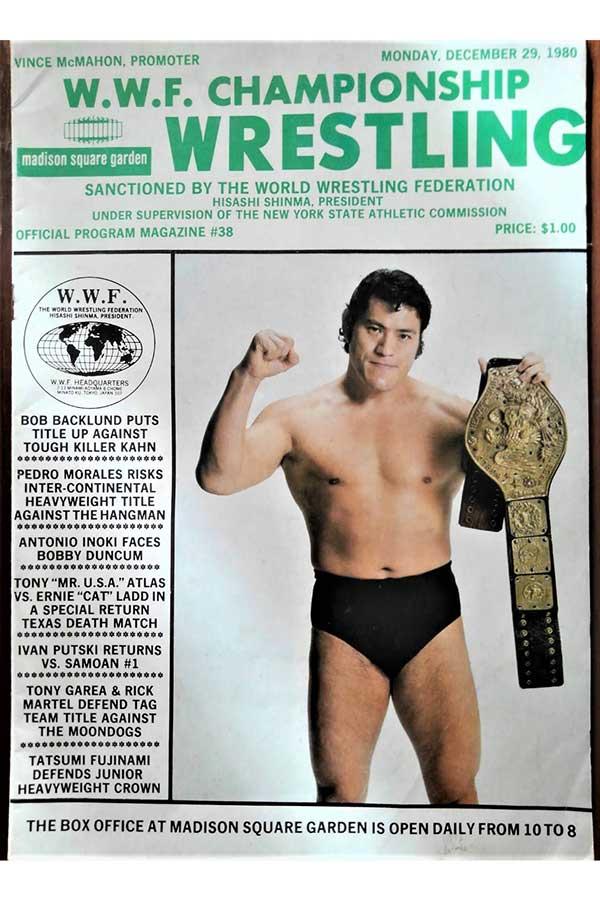 1980年発行の米WWF(現WWE)パンフレットの表紙を飾った猪木【撮影:柴田惣一】