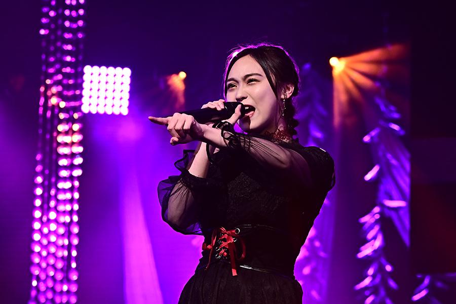 「HKT48」豊永阿紀は歌声や表情だけでなく、選曲でも存在感を示した【写真:(C)TBS】